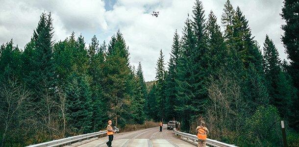 Schadeninspektion einer Brücke mit der Drohne