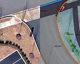 Darstellung eines Querschnitts einer Flächennutzungskartierung und einem Orthofoto von einer Kreuzung in Nordamerika.