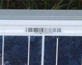 Solarpanel mit Zoom auf Seriennummer