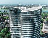 Nahaufnahme des oberen Teils des Sky Offices in Düsseldorf