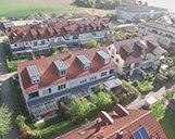 Luftaufnahme einer Nachbarschaft mehrerer Wohnimmobilien