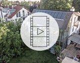 Drohnenvideo einer Wohnimmobilie und ihrer Umgebung