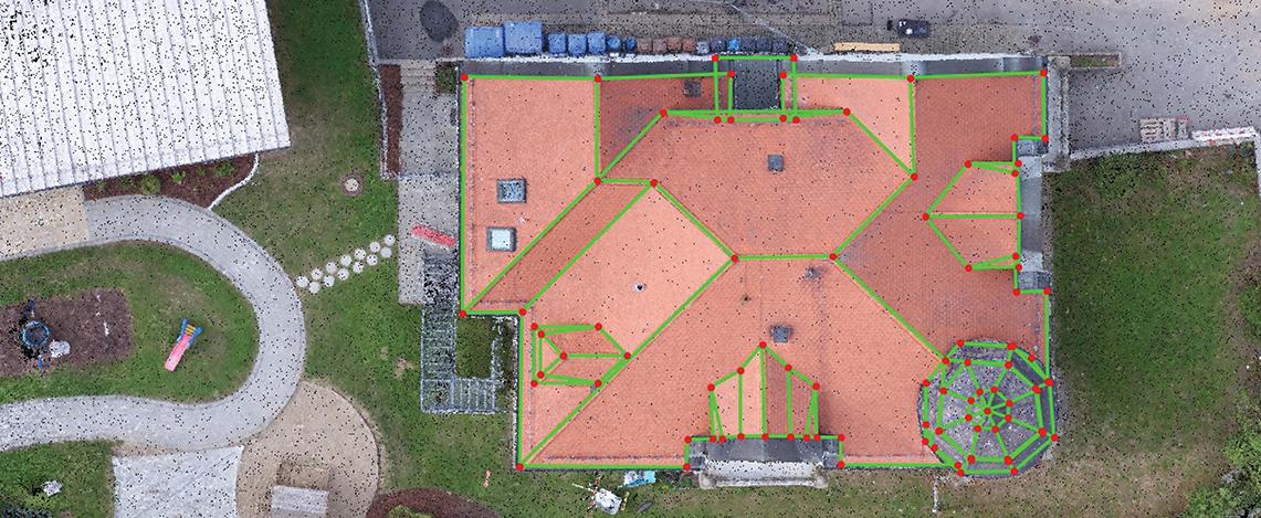 Ein hochauflösendes Orthofoto von einer privaten Immobilie mit eingezeichneten Kantenlinien.